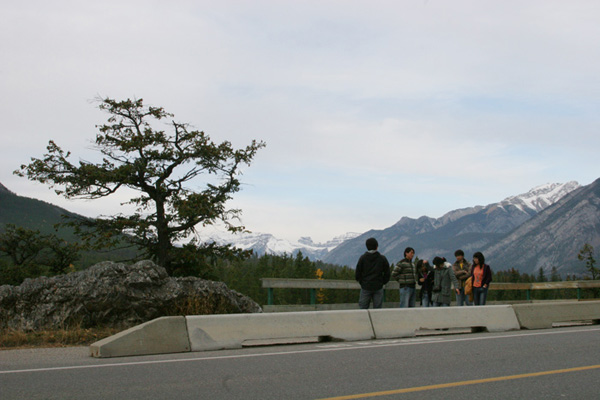 tourists at the photopoint